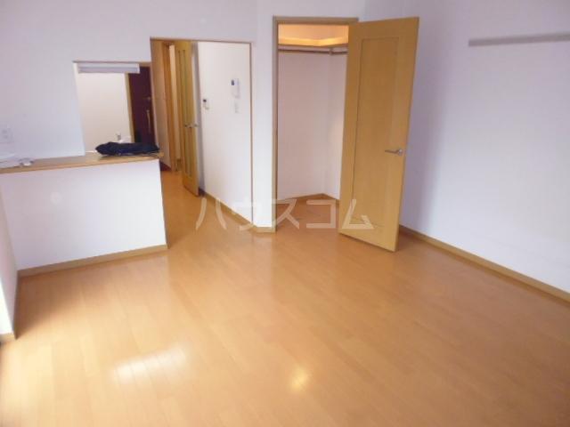 パレスサイド桂 105号室のリビング