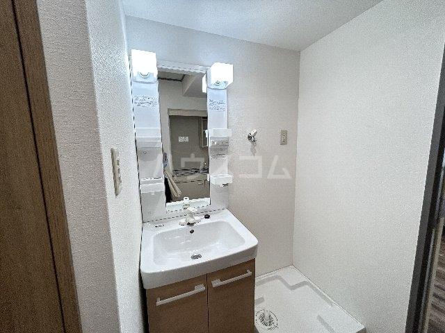 グレーシー西ノ京 407号室の玄関