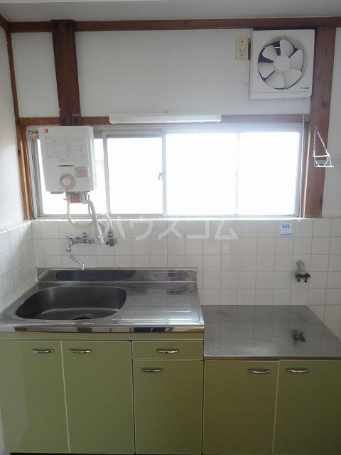富貴ハイツ 201号室のキッチン