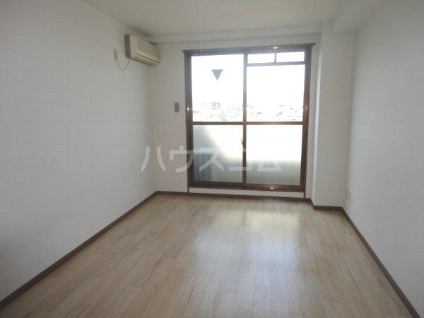 ファミール桂 402号室のベッドルーム