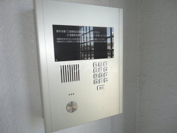 ファミール桂 402号室の玄関