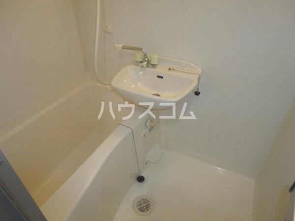 ファミール桂 402号室の風呂