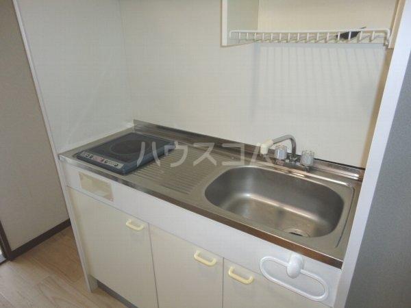 ファミール桂 402号室のキッチン