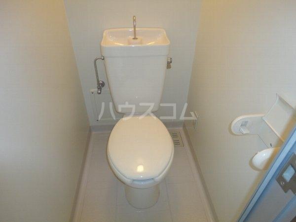 ファミール桂 402号室のトイレ