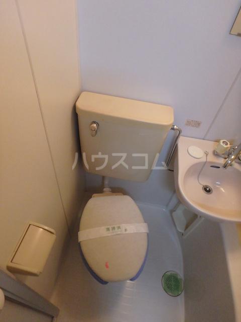 フラッツシバーズ 1-B号室のトイレ