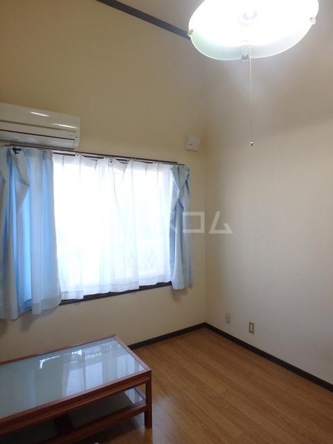 フラッツシバーズ 1-B号室の居室