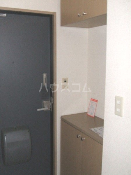デイスターS 205号室の玄関