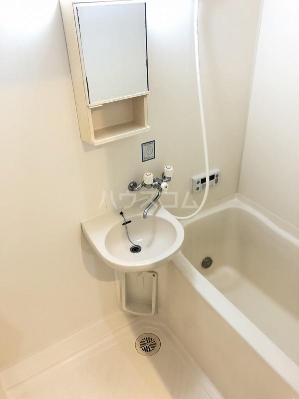 クレール町谷 203号室の風呂