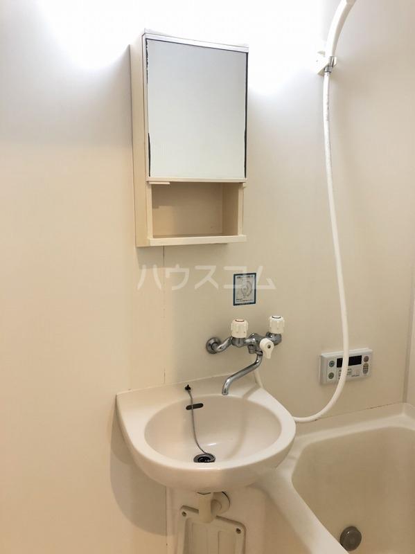 クレール町谷 203号室の洗面所