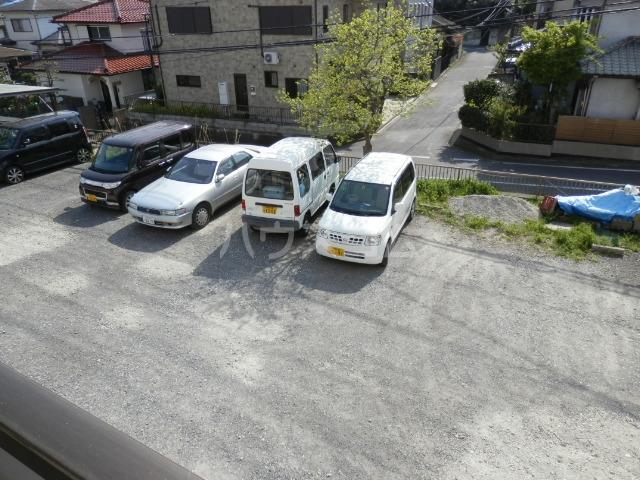 リトルハピネスナカムラ 202号室の駐車場