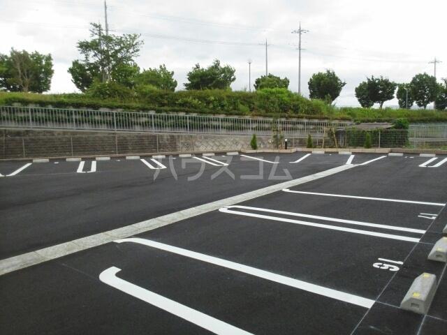 リビエスタⅡ 01010号室の駐車場