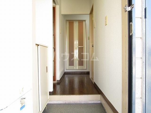 フローラル内藤D 01040号室の玄関