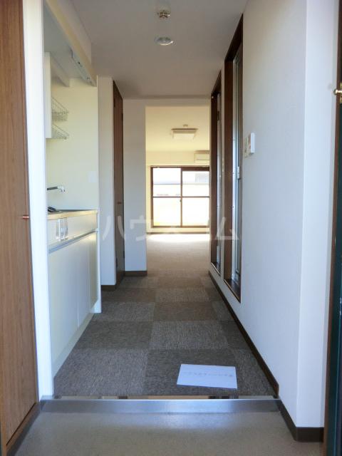 ヴィラR・Y 2E号室の玄関