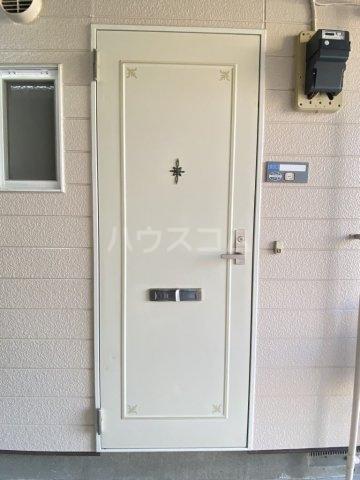 ペガサス西棟 108号室の玄関