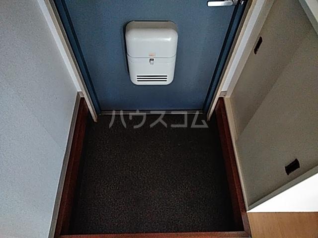 グランパス21 01010号室の玄関