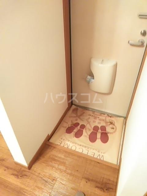 グランシャリオ 102号室の玄関