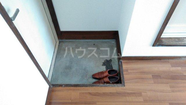 ウイステリア曽根 203号室の玄関