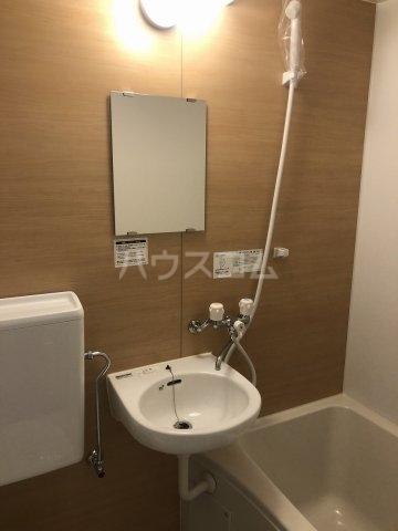 グラシアテラス 高田馬場 A-1号室の洗面所