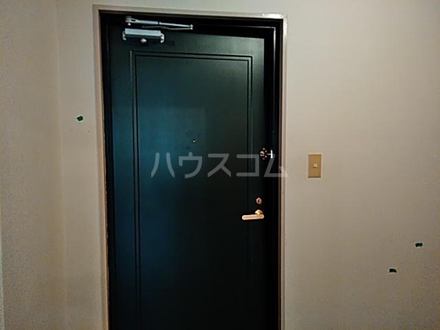 フェーデしらとり台A 201号室の玄関