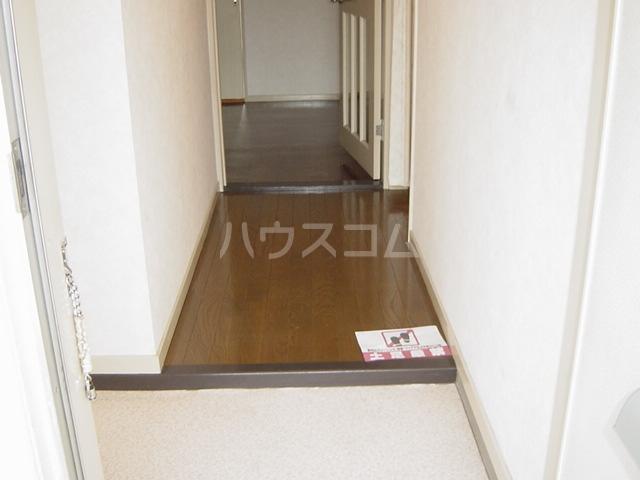 ニューハイツ雅 00201号室の玄関