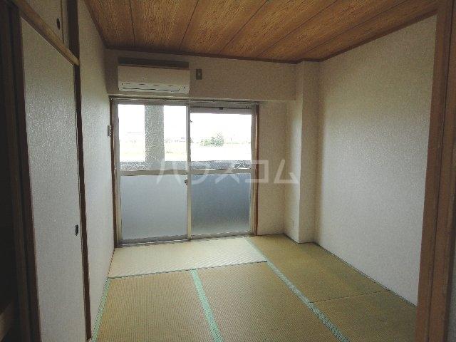 カストルム滝川 505号室の居室