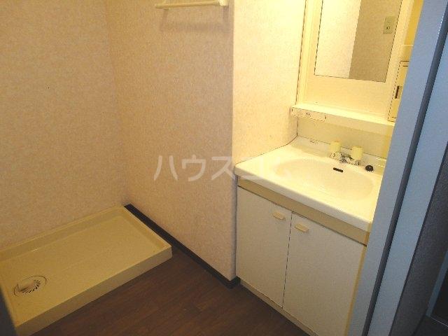 カストルム滝川 505号室の洗面所