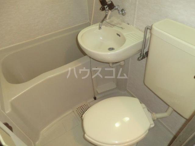 プレスイン日比野 8F号室の風呂