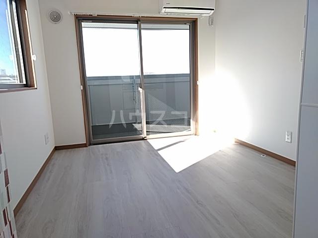 ランド・18 綾瀬2丁目 501号室のリビング