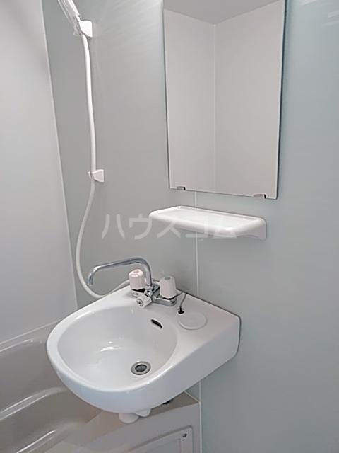 ランド・18 綾瀬2丁目 501号室の洗面所