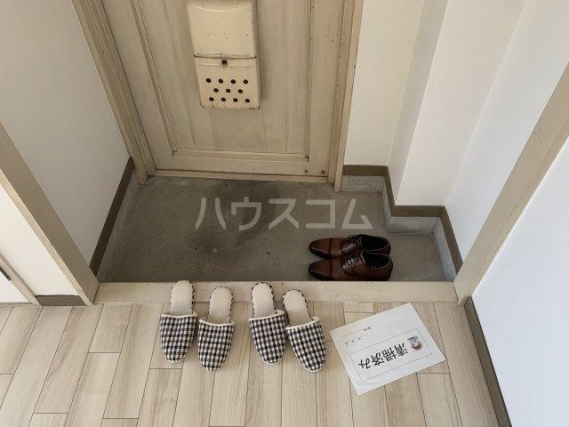 谷村マンション 302号室の玄関