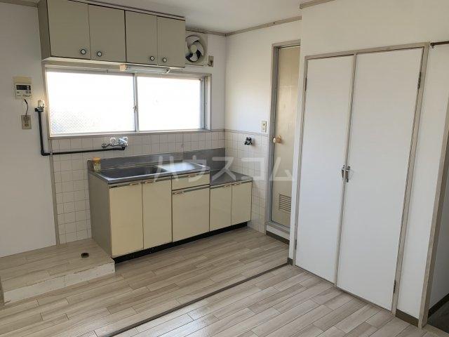 谷村マンション 302号室のキッチン