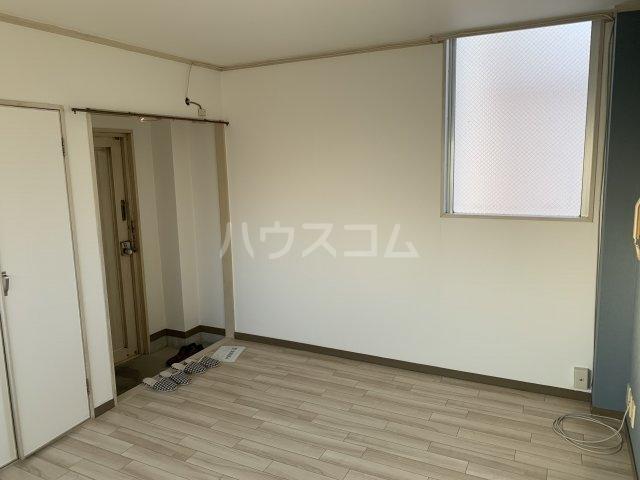 谷村マンション 302号室のリビング