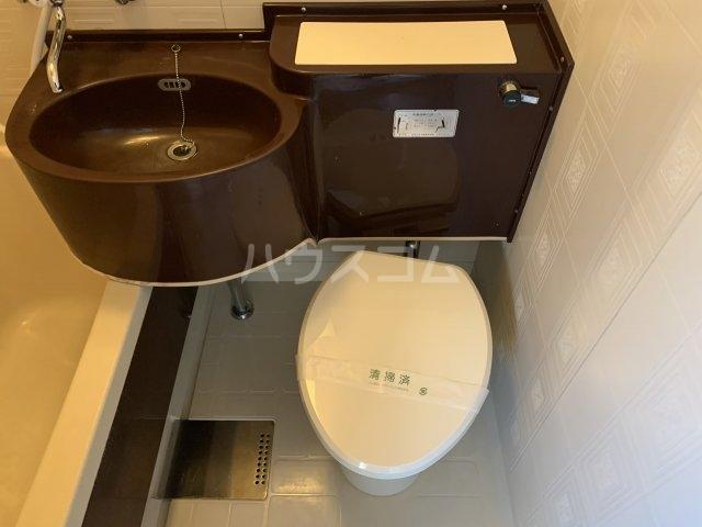 谷村マンション 302号室のトイレ