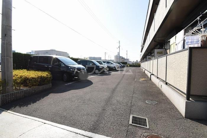 サンピア・K 106号室の駐車場