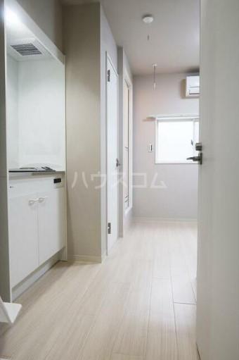 西新宿4丁目コーポラス 203号室のリビング