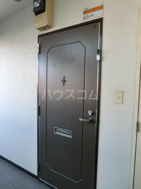 メゾン・ド・タンドレス 303号室の玄関