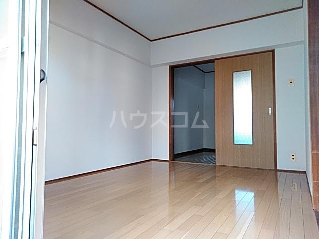 シャトウノダ 303号室のリビング