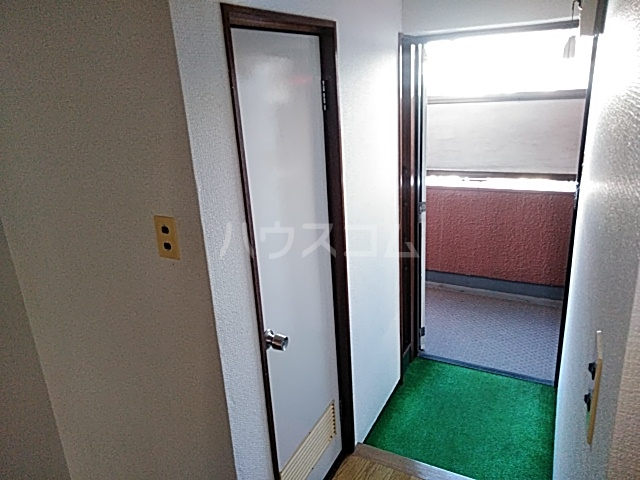 シャトウノダ 303号室の玄関