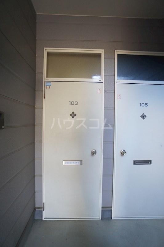 コンフォートライフ北棟 102号室の玄関