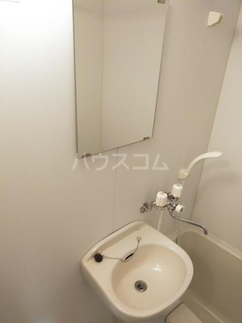 LEO CUTTE 102号室のトイレ