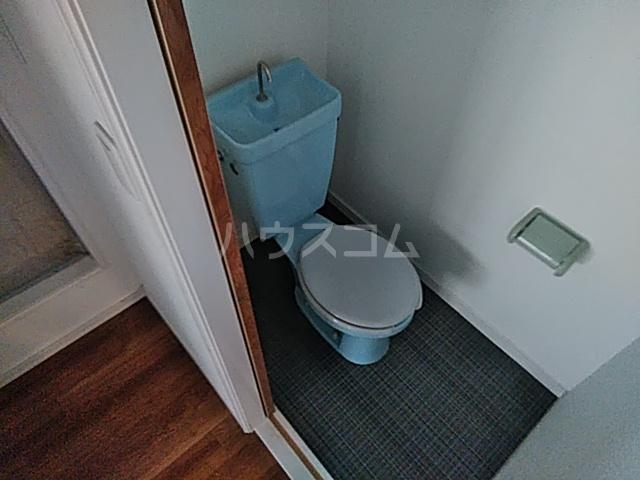 メゾンセル 102号室のトイレ