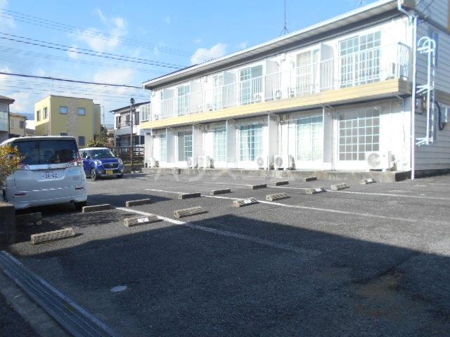 レジデンス扇 107号室の駐車場