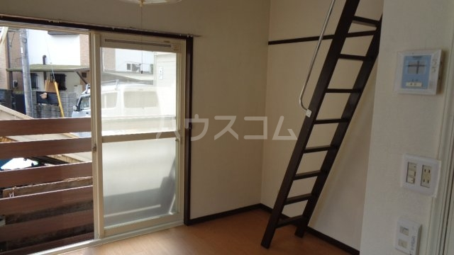 カーサフロール 津田沼 112号室のリビング