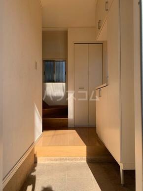 下小田貸家の玄関