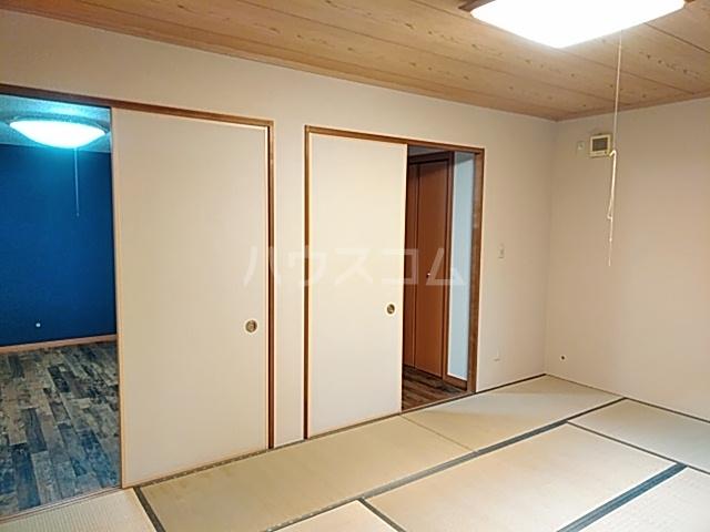 出川町4丁目戸建の居室