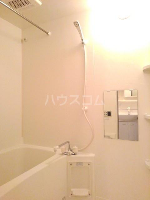 シャン・ド・ポワール 02010号室の風呂