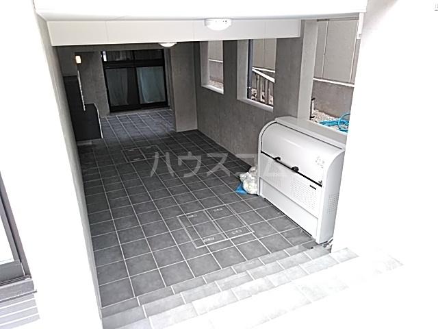 LiveFlat中野鷺宮 102号室のエントランス