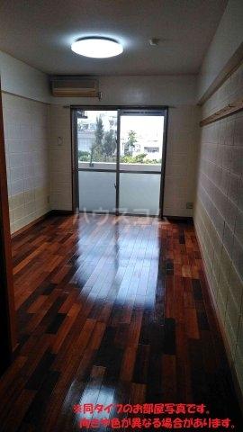 名桜マンションA棟 201号室のリビング