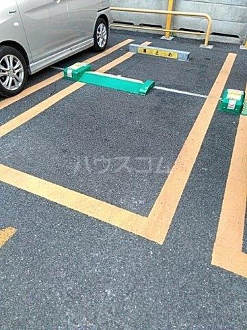 イージス 301号室の駐車場