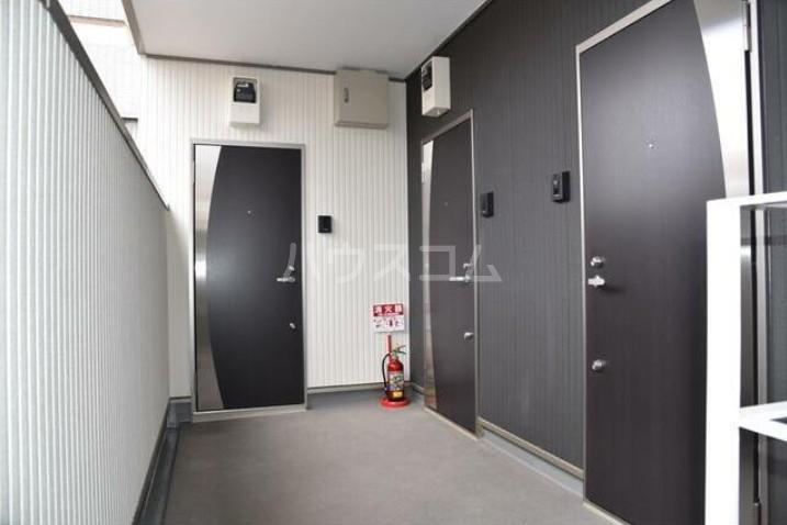 イージス 301号室の玄関